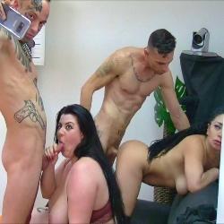 Si una nueva fiesta, empieza con una orgía, la cosa pinta genial! Maria, Mia y Evita lo parten!